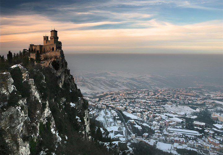 замок в сан марино