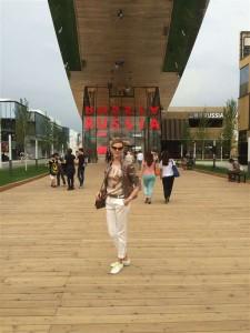 я на экспо в милане перед павильоном россии