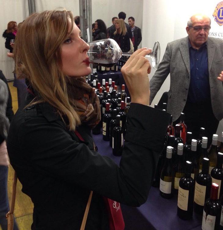 дегустивую вино фестивале