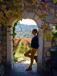 Я на фоне винограда Таурази