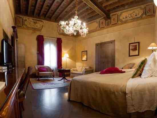 Исторический отель в Равенне