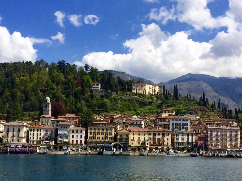 Вид на город Беладжио с озера