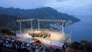 Вид на Равелло фестиваль с прекрасной панорамой