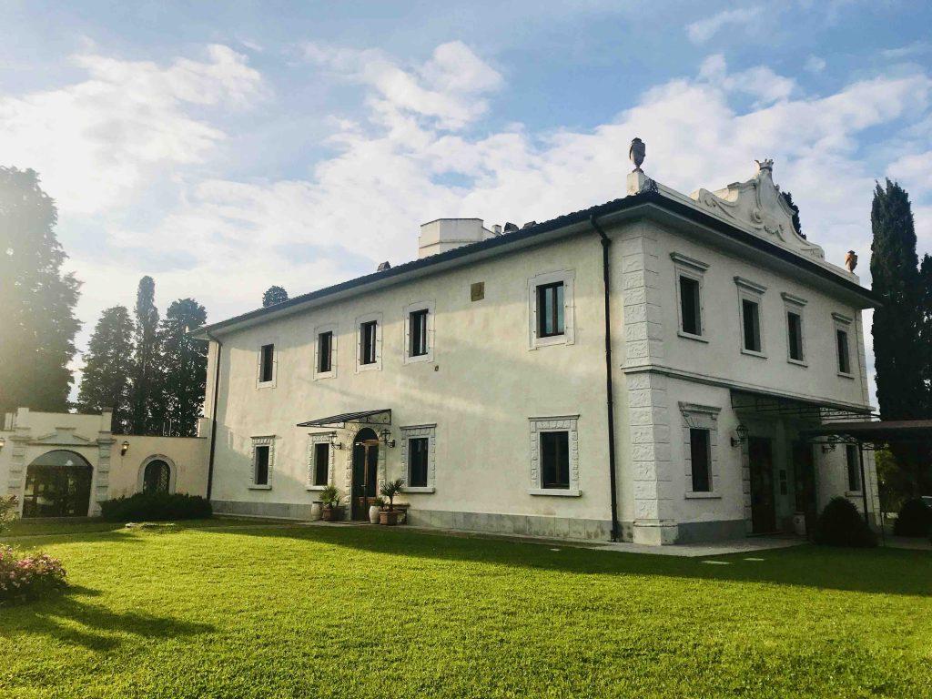 Главное здание Виллы Толомей