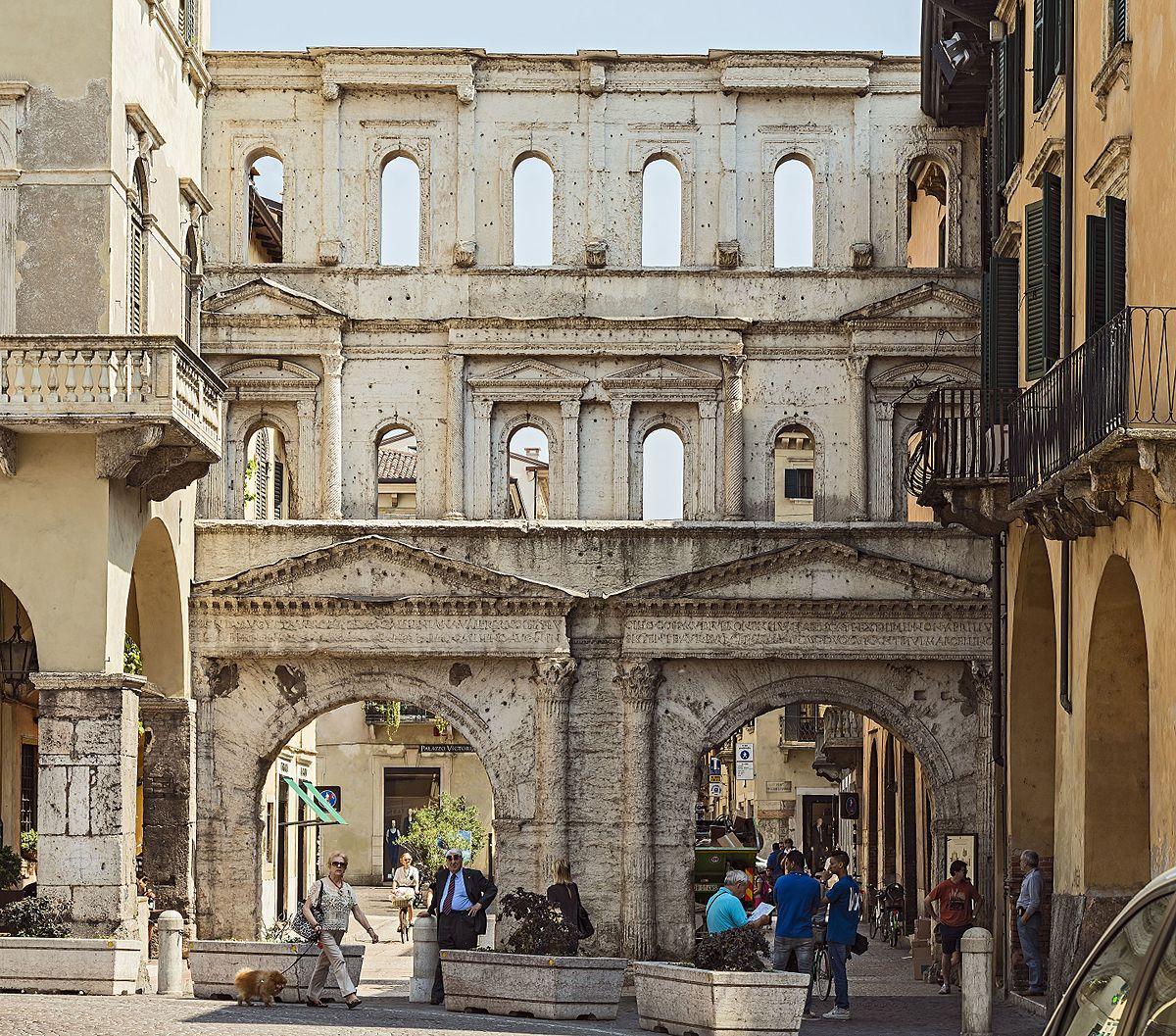 Вид ворот. Если будете в Вероне один день посетите эту достопримечательность