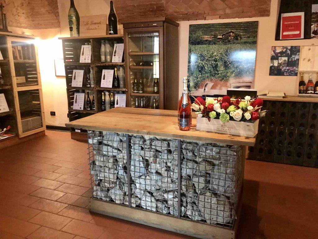 Дегустационный зал винодельни Бономи