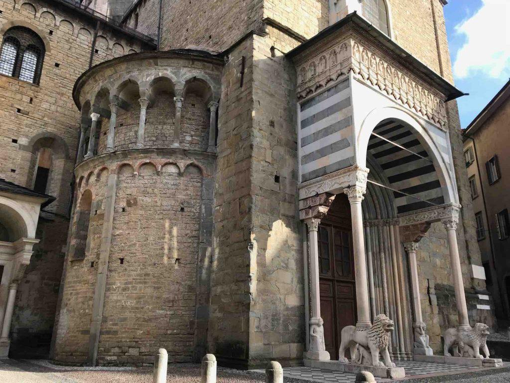 Вход в собор Бергамо