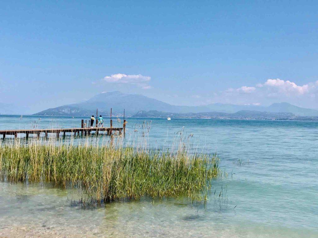Вид на озеро Гарда в Сирмионе